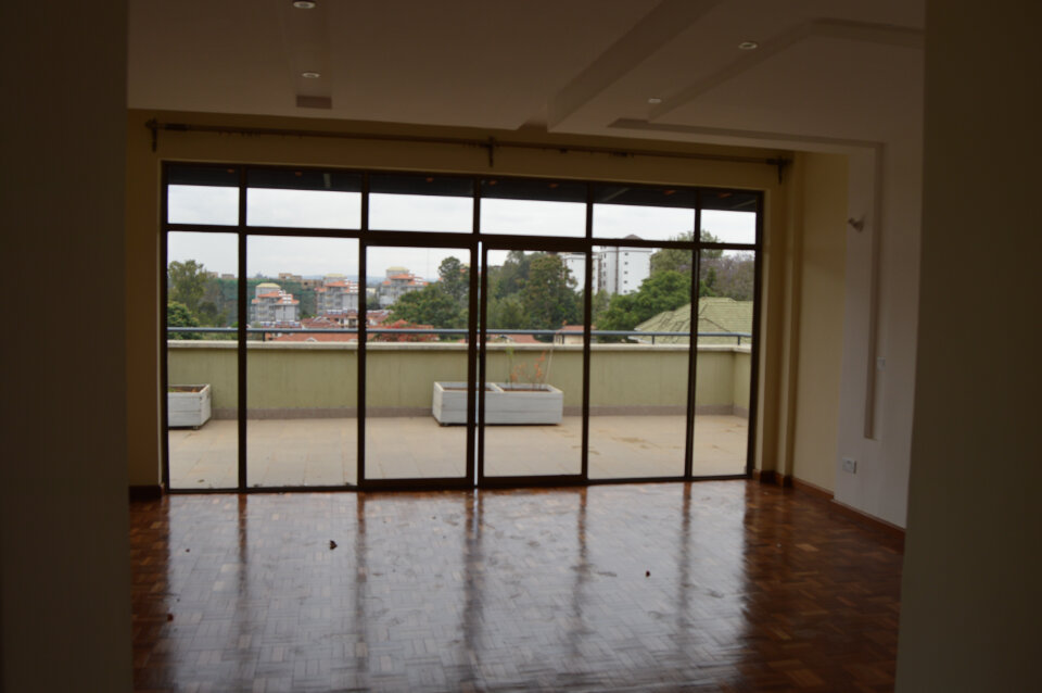 Lavington: Executive Pent House. To Let.