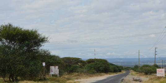 Magadi Road: Oltepesi Township, Land.